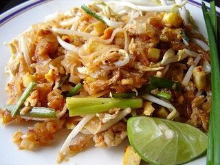 Pad Thai (padthai) fried noodles recipe from Thailand.